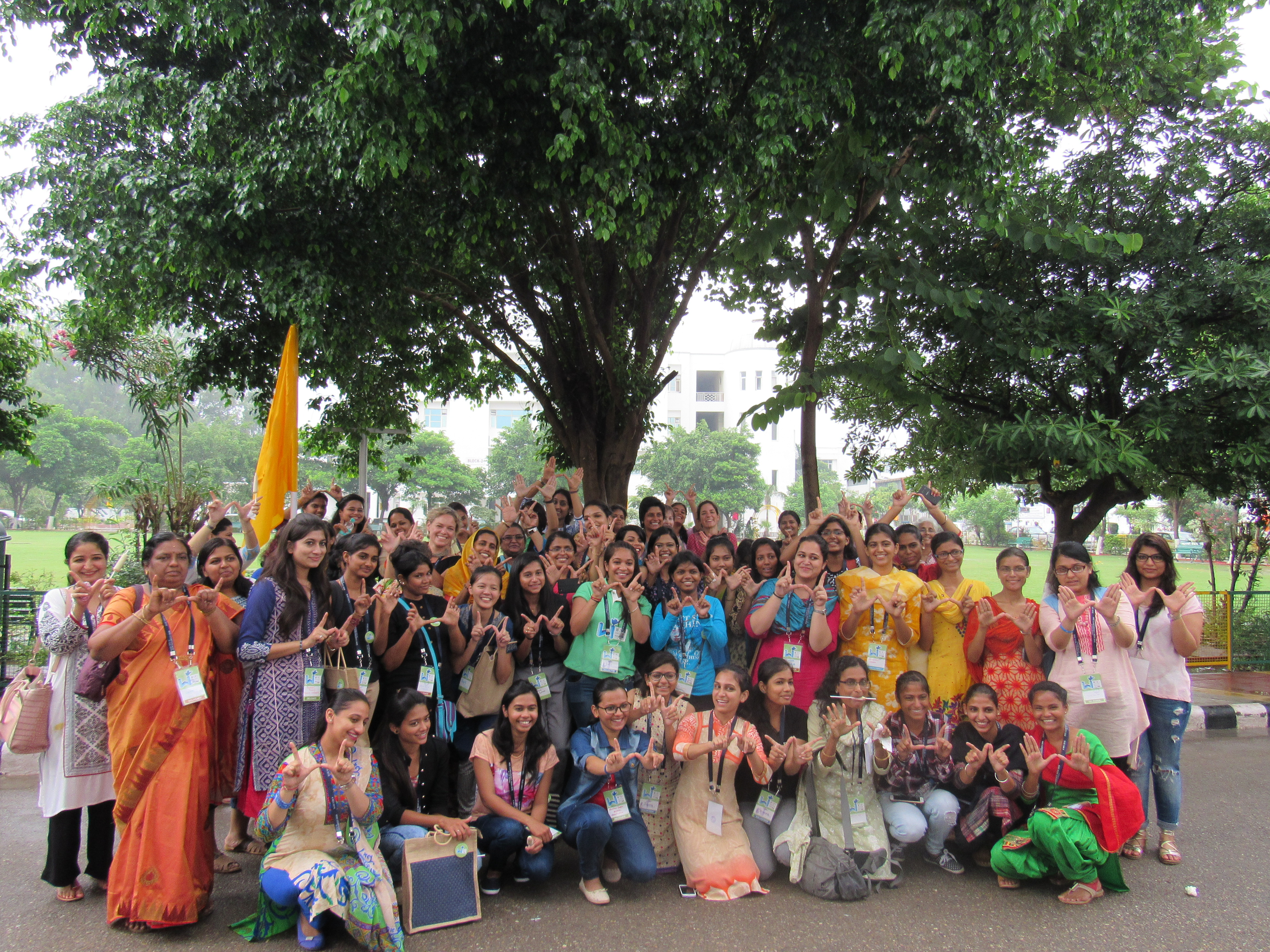 Group_photo_of_women_wikipedian_with_Katherine_Maher_at_WikiConference_India_2016,_6_August_2016_3